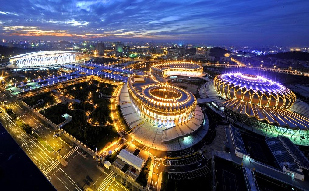 体育中心的亮化夜景